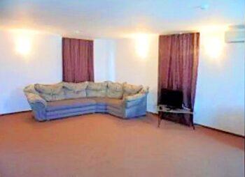 раскладной диван в номере студио