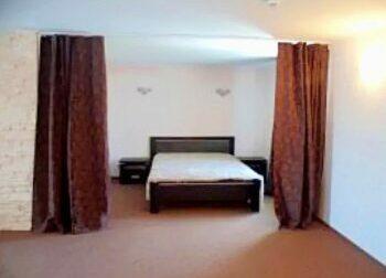 Двухместная кровать в номере студио - Аркадия