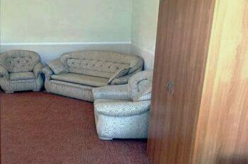 красивая и удобная мебель в номере люкс