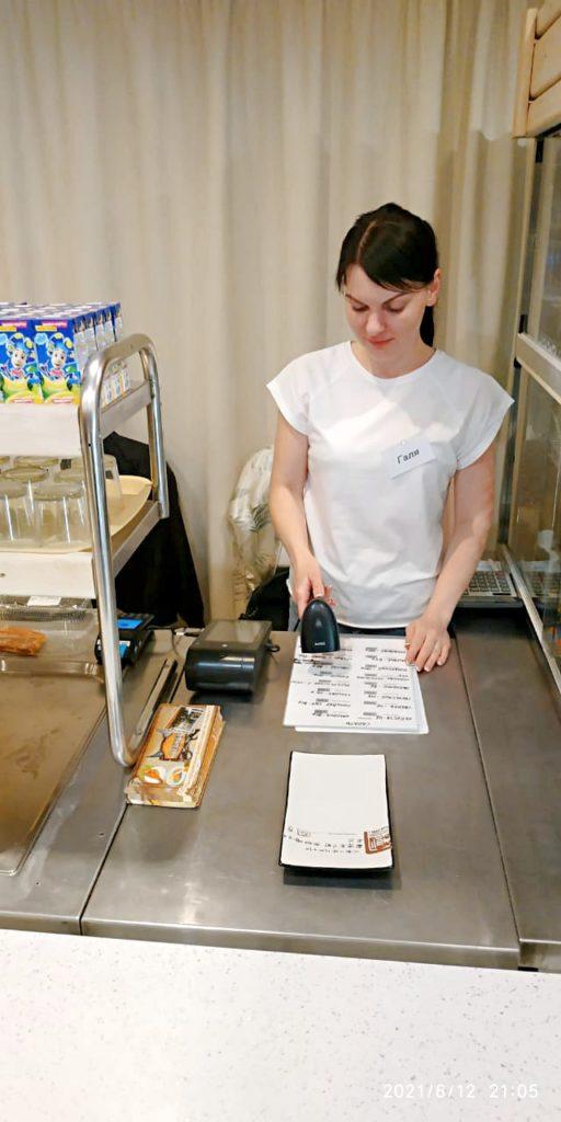 Галина кассир на кассе в столовой